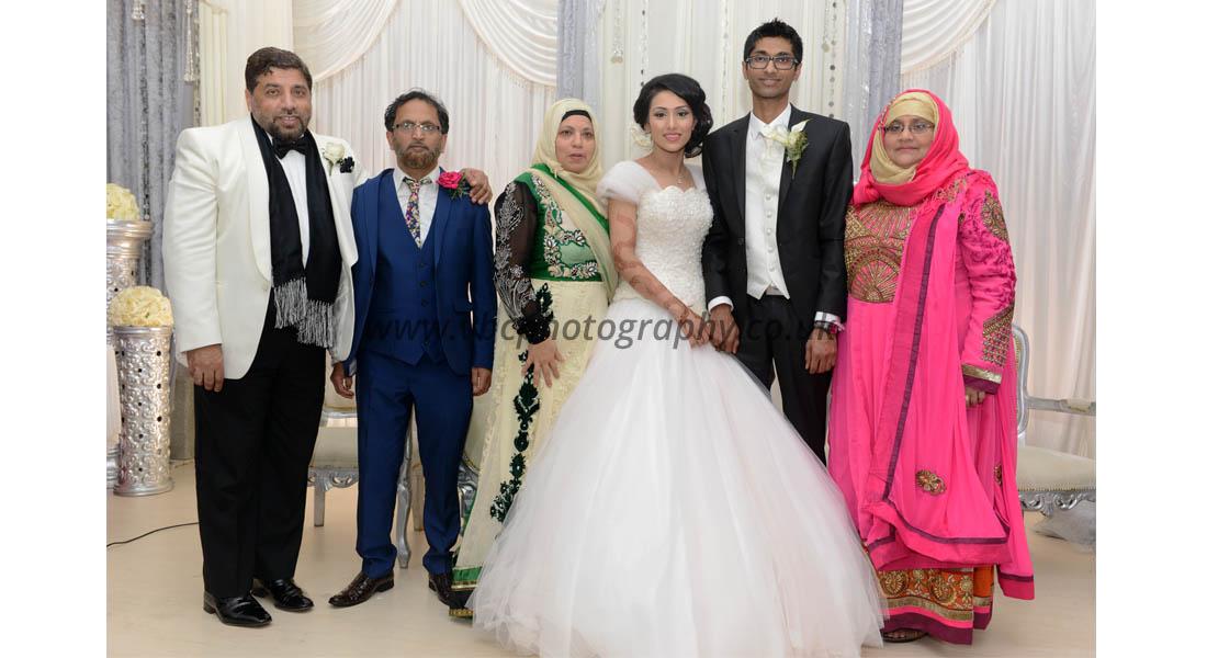 Asian Wedding Photography - family wedding shoot