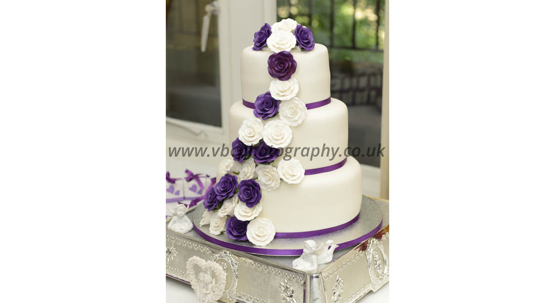 English Wedding Photography - Wedding Cake
