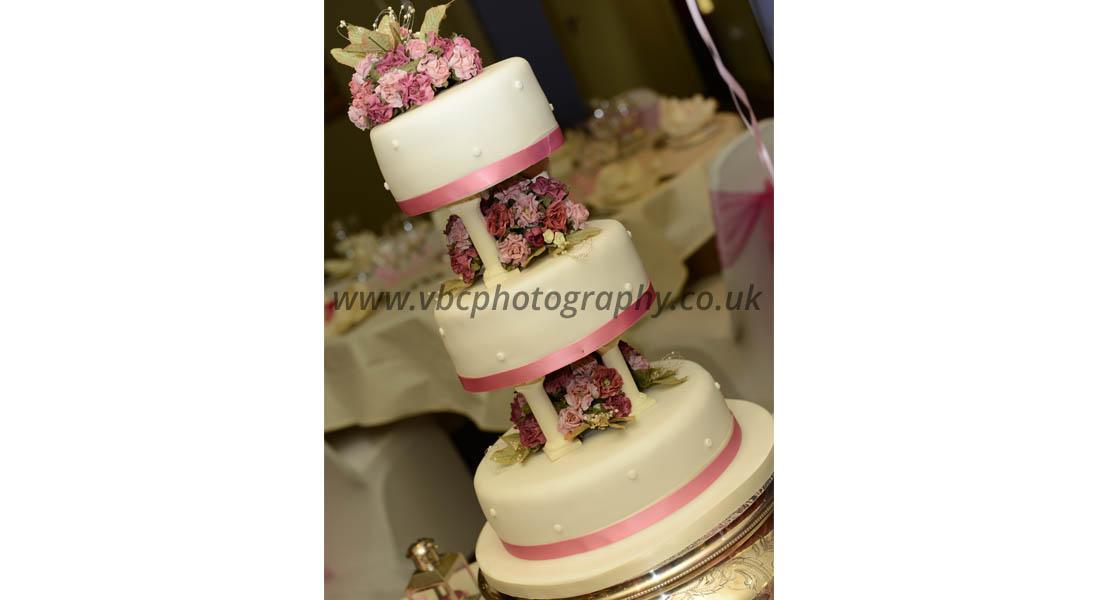 English Wedding Photography - Wedding Cake